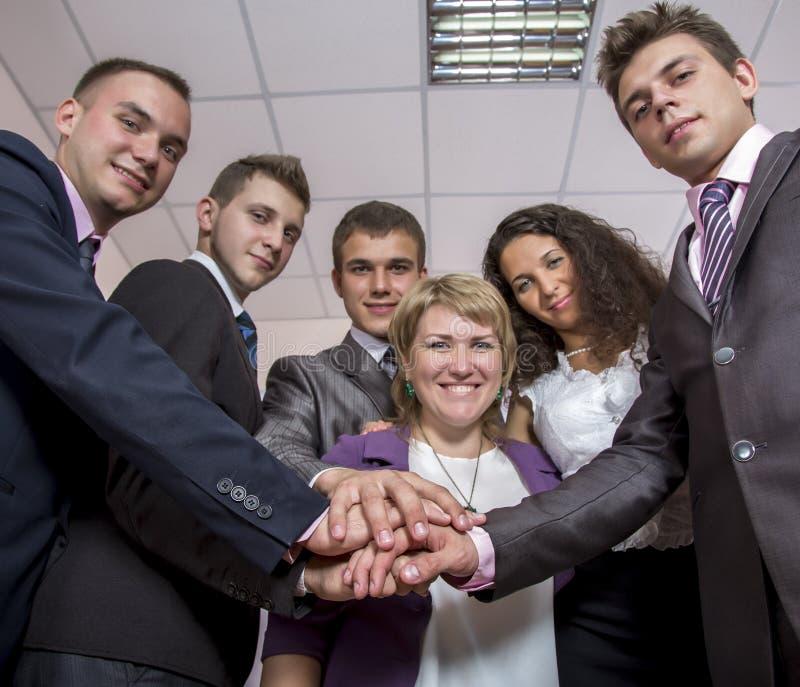 Freundliches harmonisches Geschäftsteam stockfoto