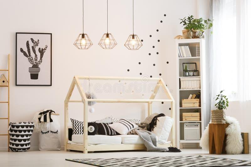 Freundliches Kinderschlafzimmer Eco stockfotografie