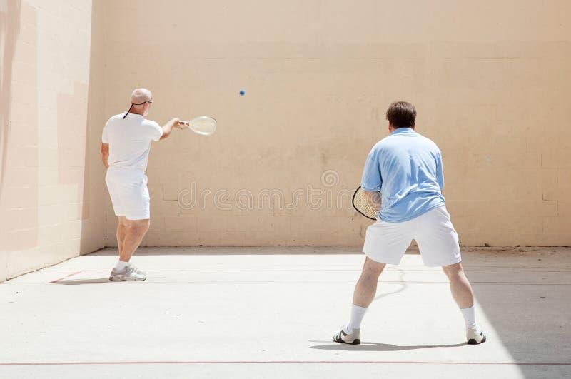 Freundliches Racquetball-Spiel lizenzfreies stockbild