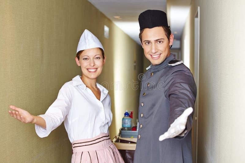 Freundliches Service-Team im Hotel stockfoto