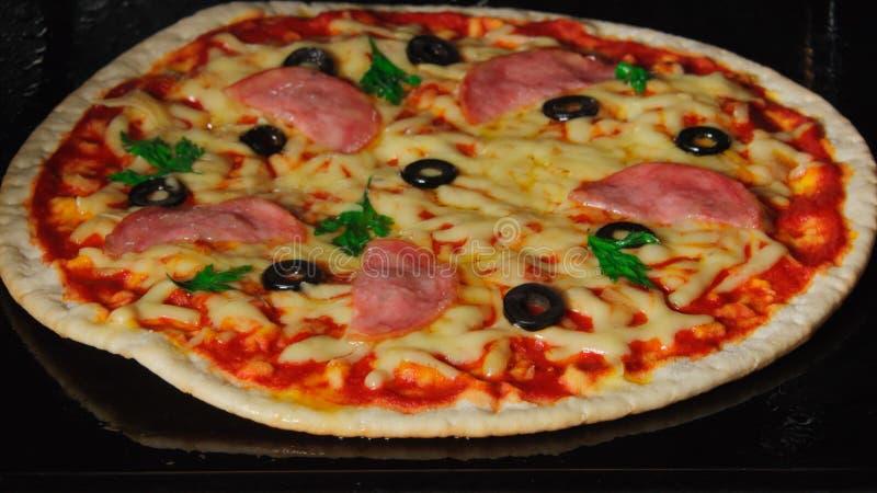 Frió una pizza fotografía de archivo libre de regalías