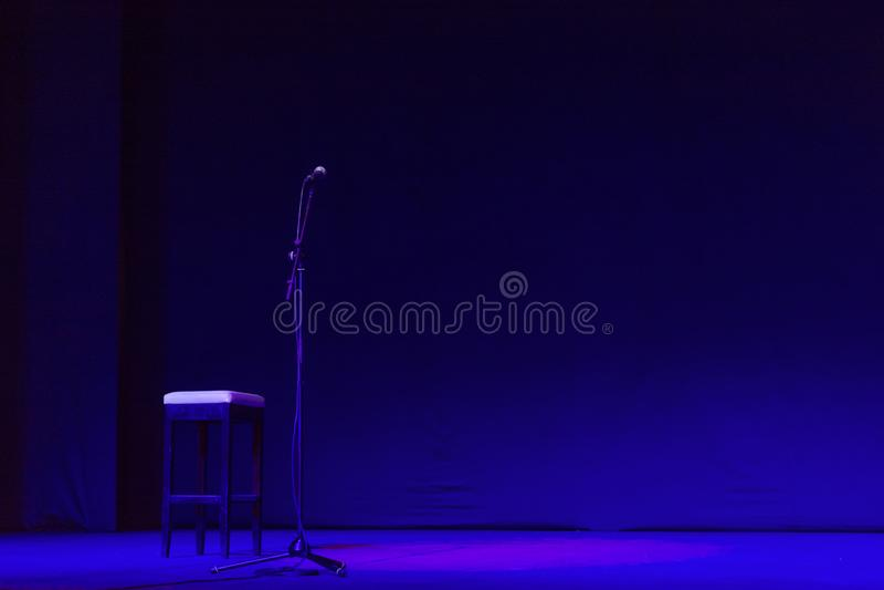 Fri etapp med ljus, belysningapparater på teater royaltyfri foto
