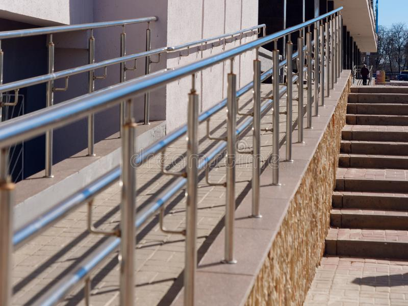 Fri miljö för barriär balustrad för rullstol och cykel arkivbilder