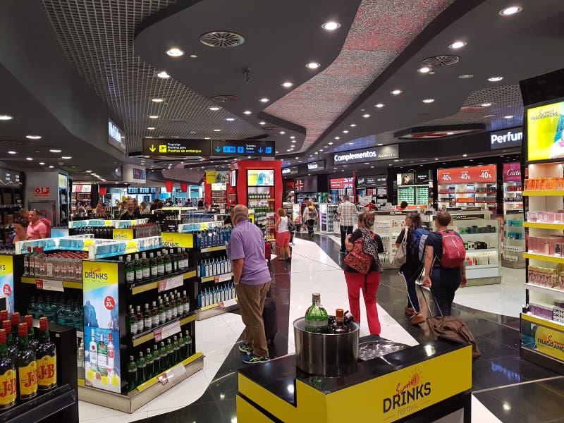 Fri shopping för skatt på flygplats arkivfoto