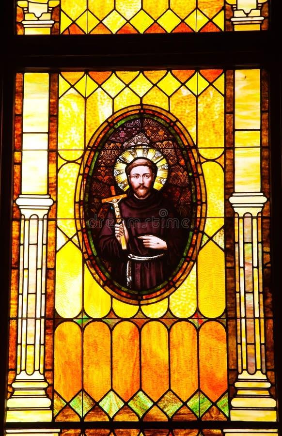 Friar λεκιασμένη εκκλησία γυαλιού Junipero Serra στοκ φωτογραφία με δικαίωμα ελεύθερης χρήσης