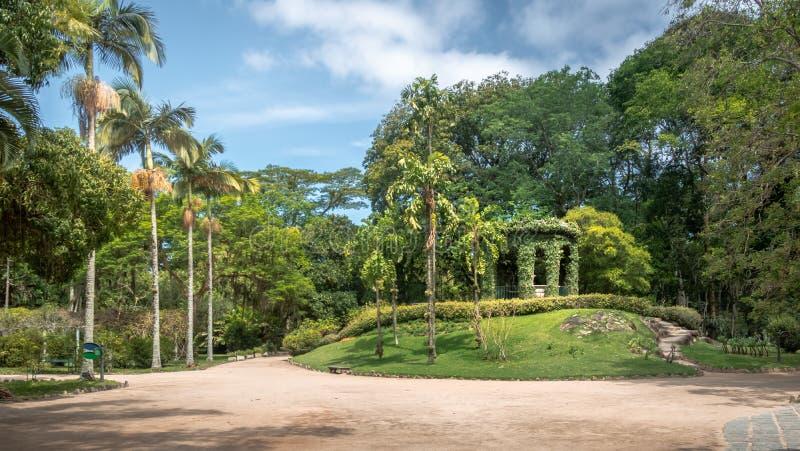 Friar Leandro κάνει το μνημείο του Σακραμέντο προς τιμή τον πρώτο διευθυντή του βοτανικού κήπου Jardim Botanico - Ρίο ντε Τζανέιρ στοκ φωτογραφία