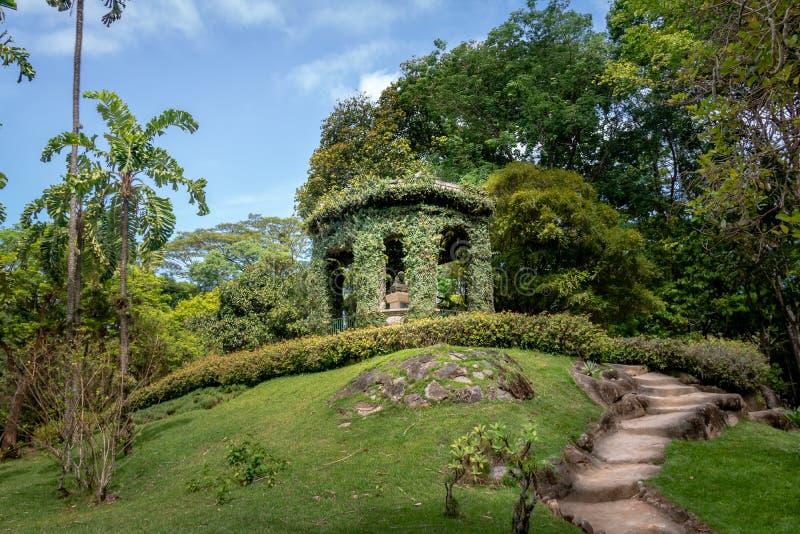 Friar Leandro κάνει το μνημείο του Σακραμέντο προς τιμή τον πρώτο διευθυντή του βοτανικού κήπου Jardim Botanico - Ρίο ντε Τζανέιρ στοκ εικόνες με δικαίωμα ελεύθερης χρήσης