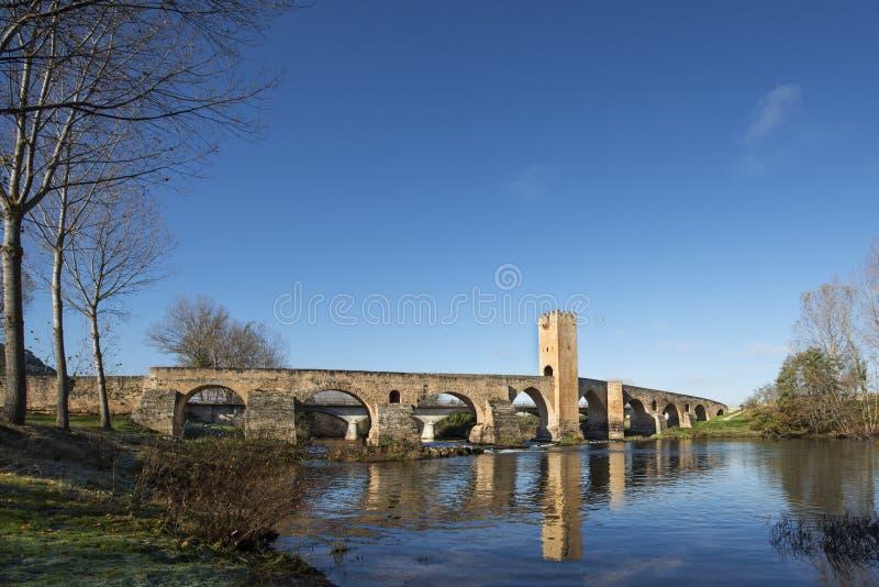 Frias,布尔戈斯,卡斯蒂利亚,西班牙中世纪桥梁。 免版税库存照片