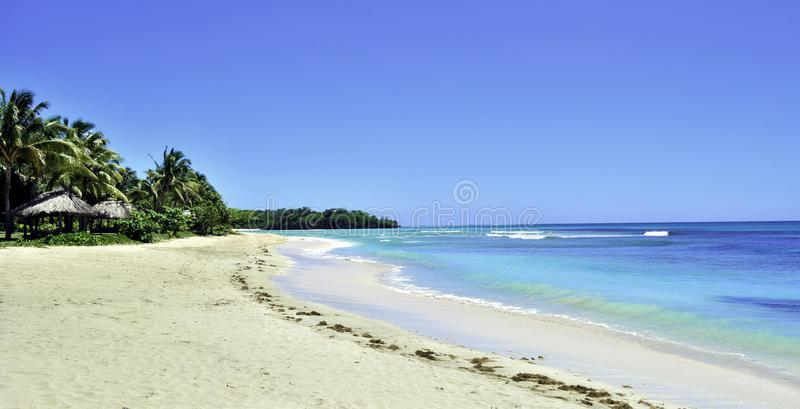Fridfull strand i Fiji royaltyfria foton