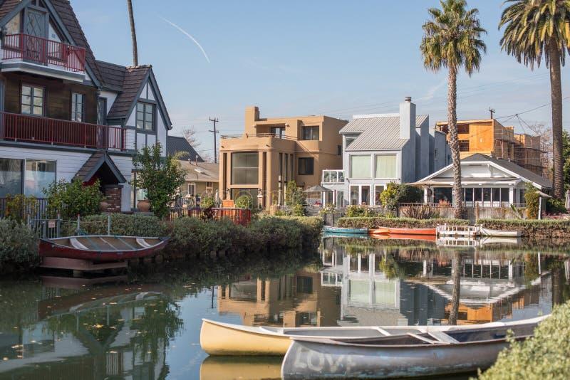 Fridfullt och fridsamt landskap av det historiska området för Venedig kanal, royaltyfria bilder