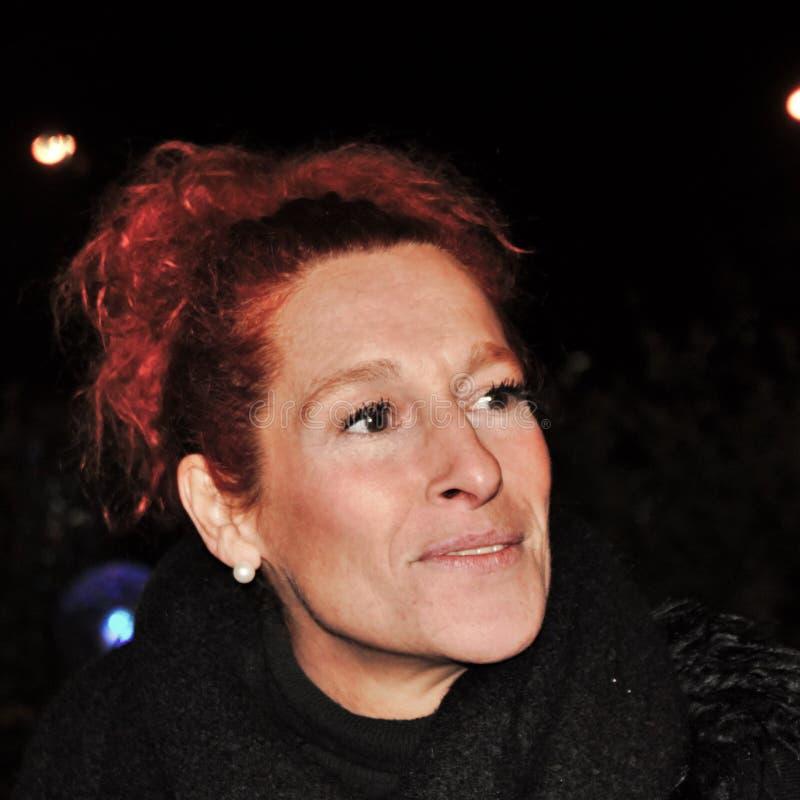 fridfullt och le woman& x27; s-framsida, rödhårig kvinna royaltyfria bilder