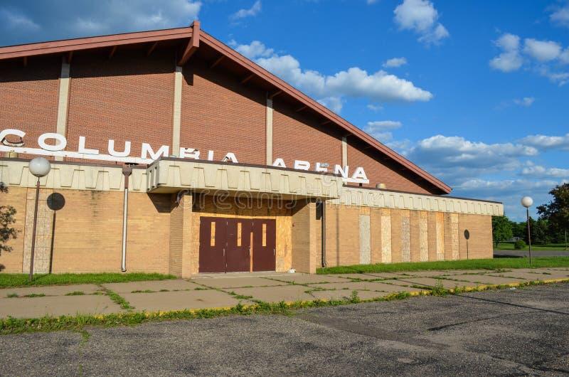 Fridley, Minnesota: Verlassene Kolumbien-Arena, ein Alteis Hockey und Eisbahn, waren der filmende Standort von stockfoto