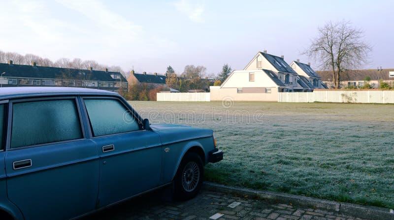 Fridsam morgon i den tranditionalNehterlands staden-Uithoorn. arkivfoto