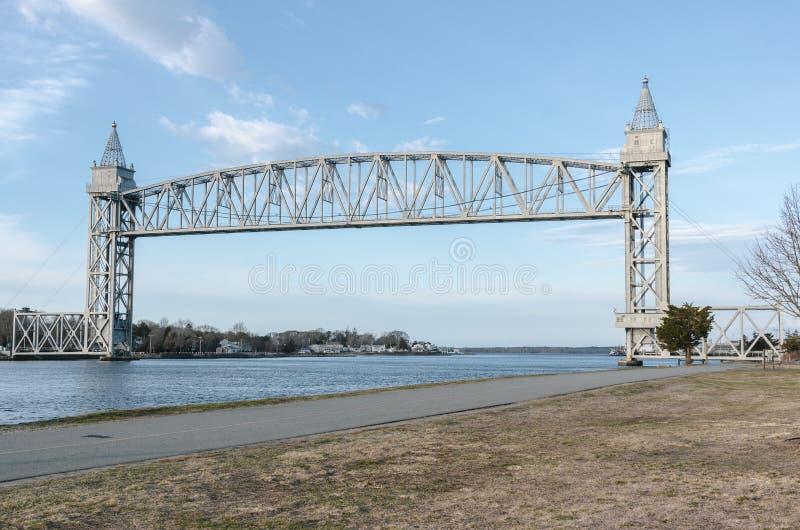 Fridsam plats på cykelbanan nära den Cape Cod järnvägbron fotografering för bildbyråer