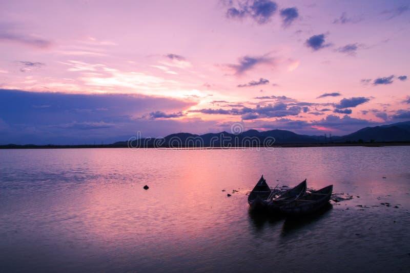 fridsam solnedgång royaltyfri foto
