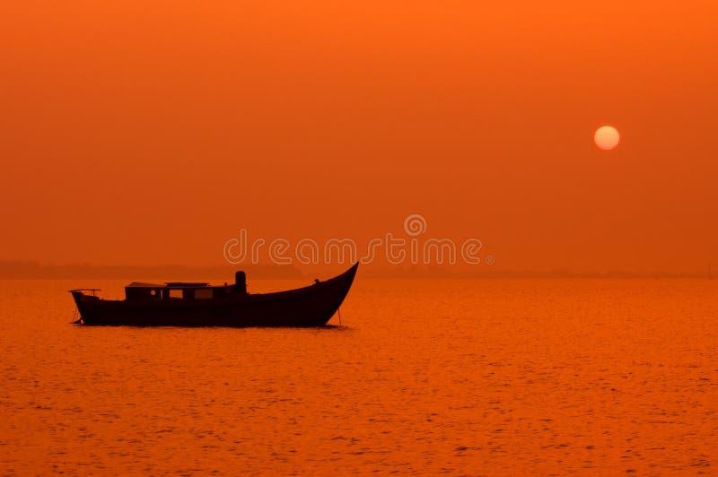 fridsam solnedgång för natt arkivbilder