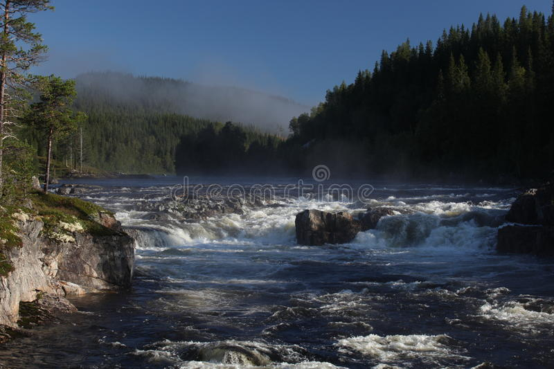 fridsam vattenfall fotografering för bildbyråer