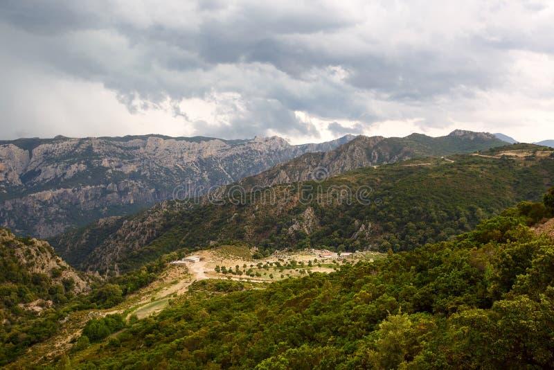 Fridsamt lantligt landskap av Sardinia royaltyfri foto