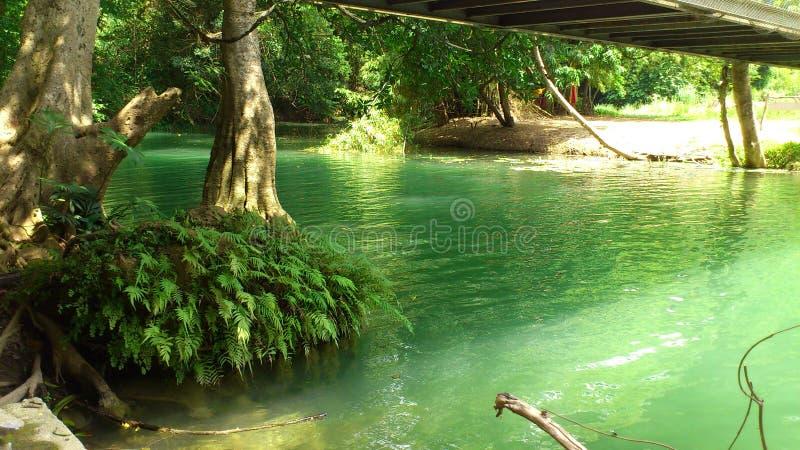 Fridsamt och tyst på Jed Sao Noi Vattenfall arkivbilder