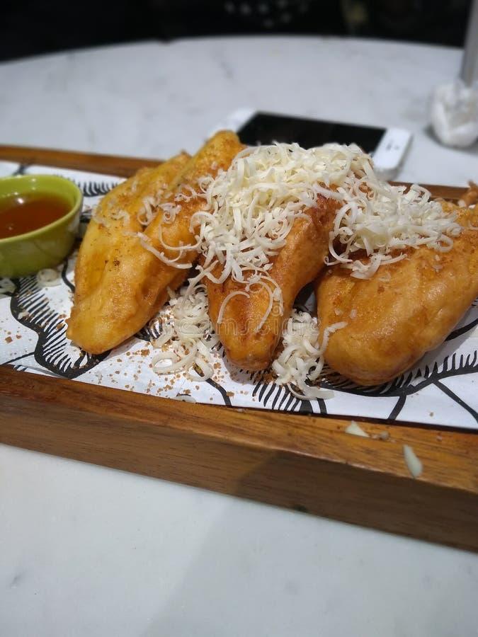 Fried Banana Pisang Goreng con queso imagenes de archivo