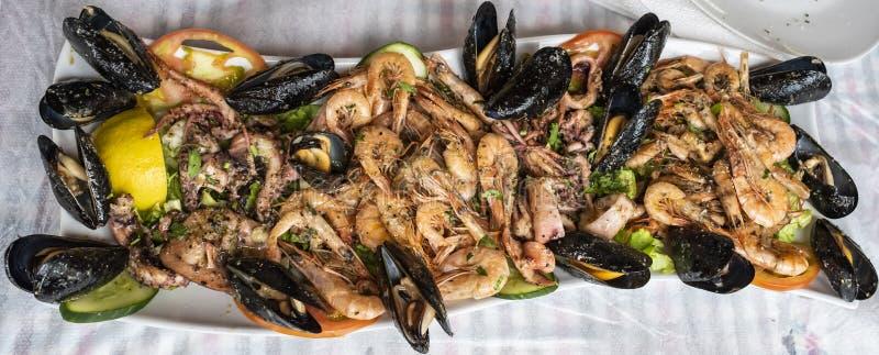 Fried blandade den havs- maträtten arkivbild