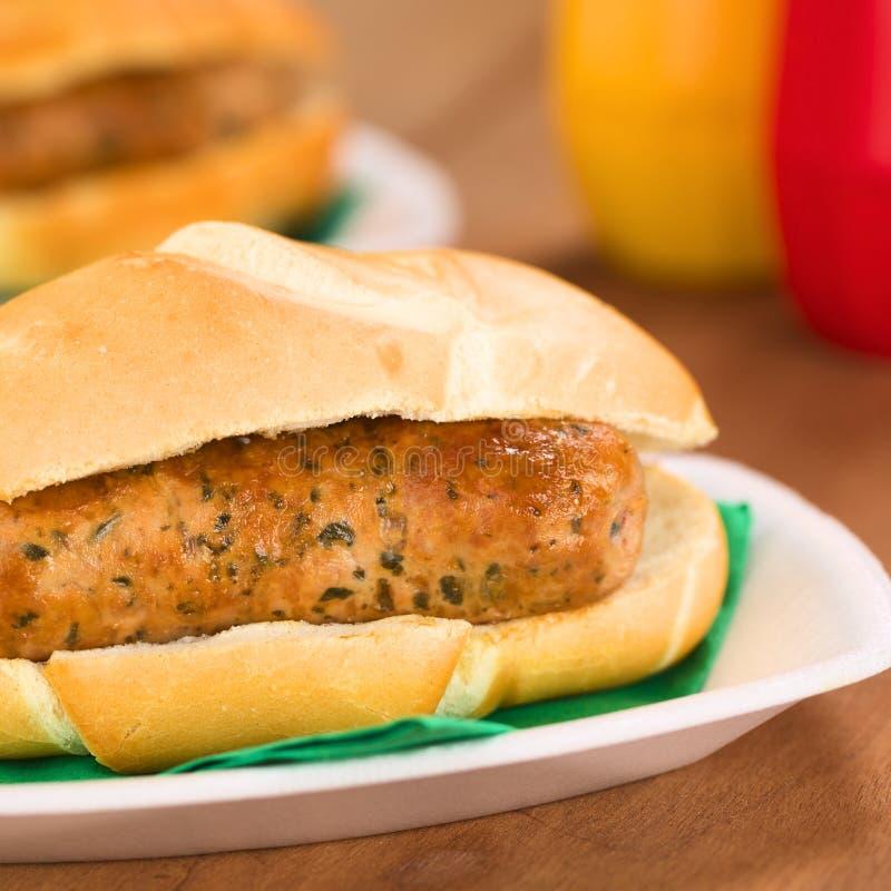 Fried Bratwurst no bolo fotografia de stock