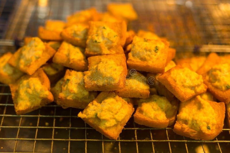 Fried Bread med finhackad grisköttspridning, thailändsk mat arkivbild