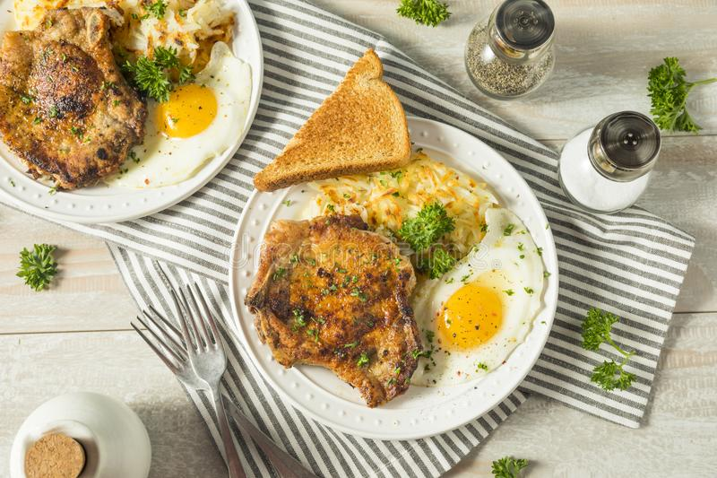 Fried Breakfast Pork Chops fait maison photo stock