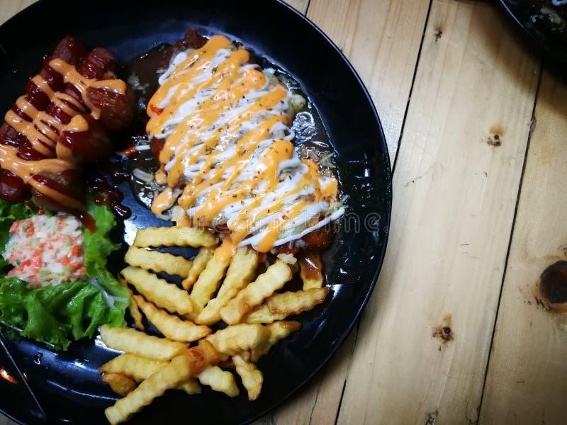 Fried Chicken Chop ( Paddestoel Sauce) royalty-vrije stock afbeeldingen