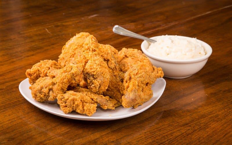 Fried Chicken con le purè di patate immagini stock libere da diritti