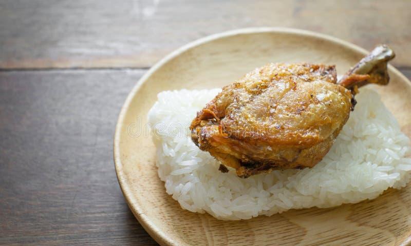Fried Chicken con riso appiccicoso fotografie stock