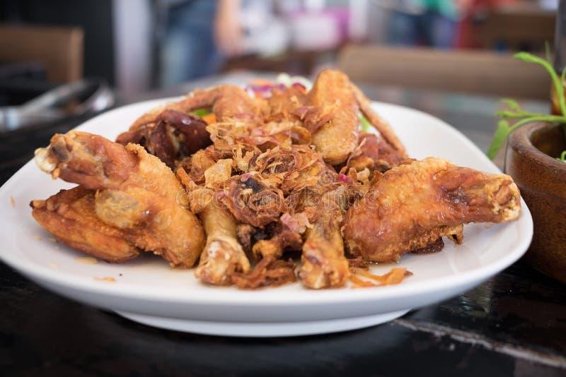Fried Chicken med fisksås royaltyfria bilder