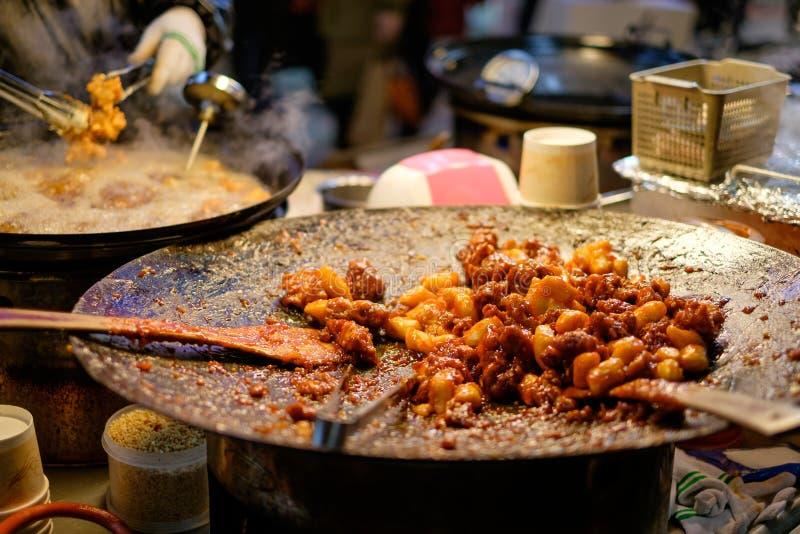Fried Chicken med sås, koreansk stil arkivbilder