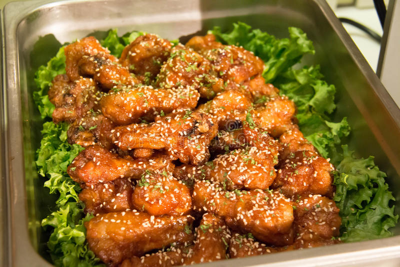 Fried Chicken met Zoetzure saus royalty-vrije stock foto's