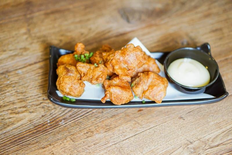 Fried Chicken Teriyaki avec de la sauce à mayonnaise photos libres de droits