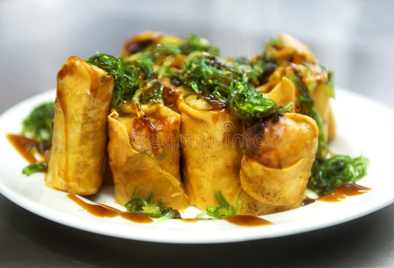 Fried Chinese Traditional Spring rotola l'alimento, il piatto di servizio ed il Se immagini stock libere da diritti