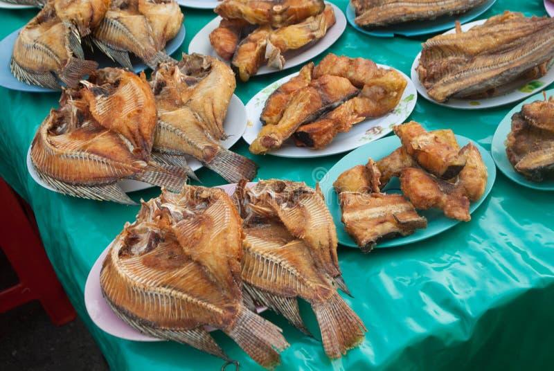 Fried Dried Fish i maträtt royaltyfria bilder