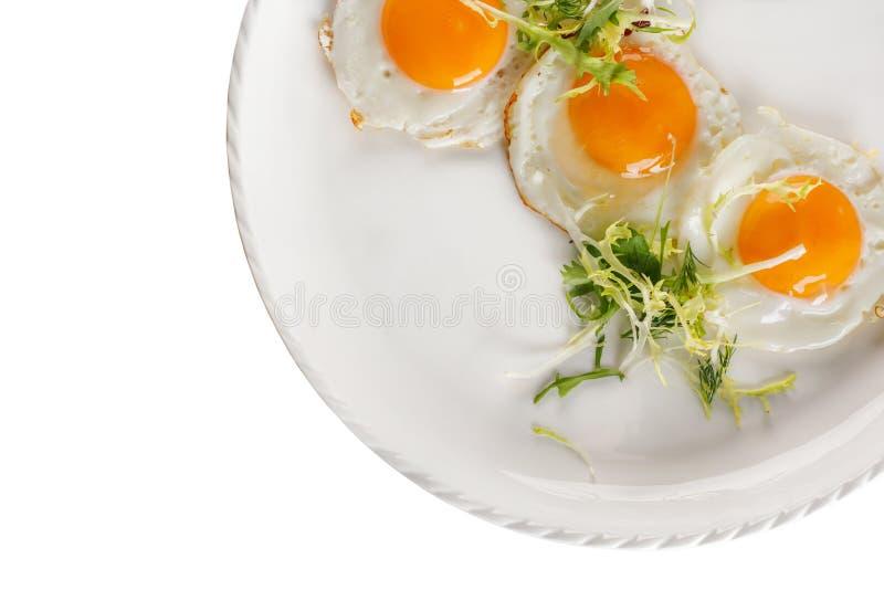 Fried Egg en un fondo blanco Aislado Visi?n desde arriba imágenes de archivo libres de regalías