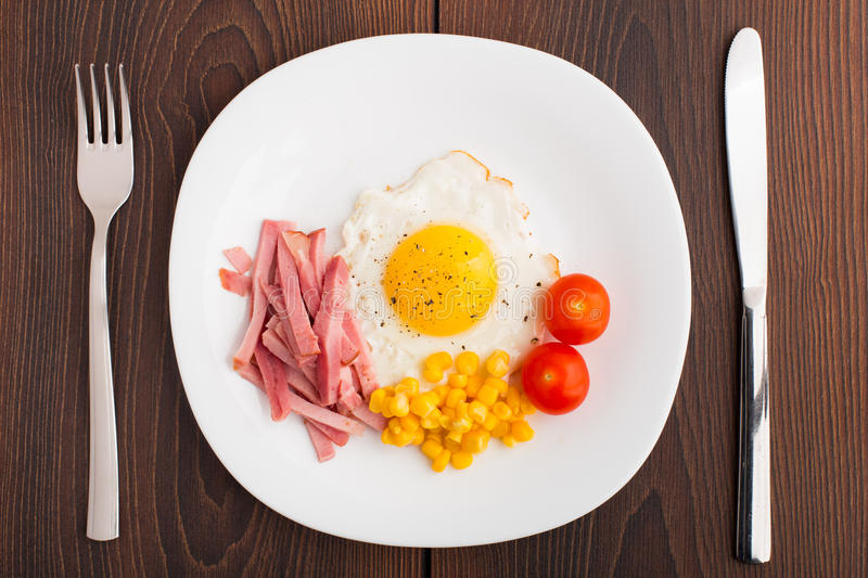 Fried egg with ham and vegetables
