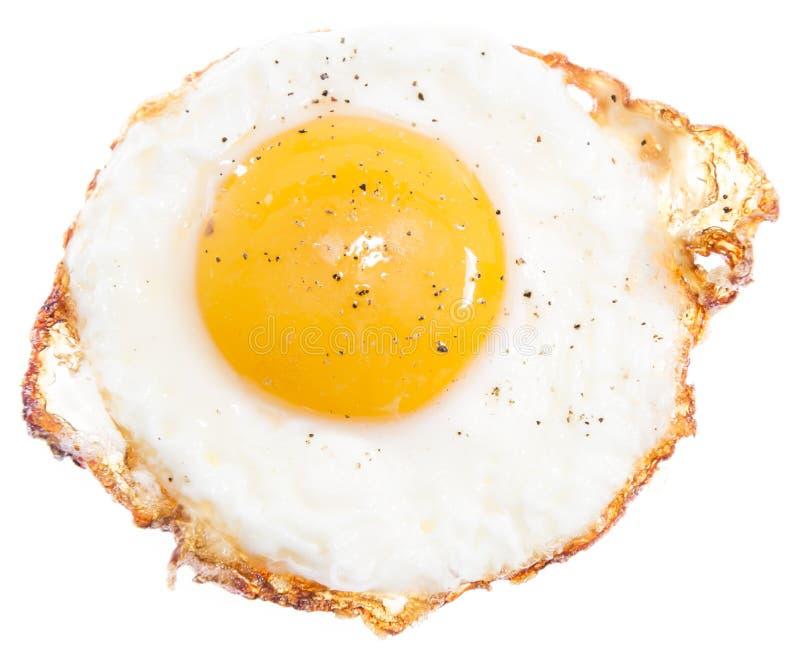 Fried Egg op wit wordt geïsoleerd dat stock foto's