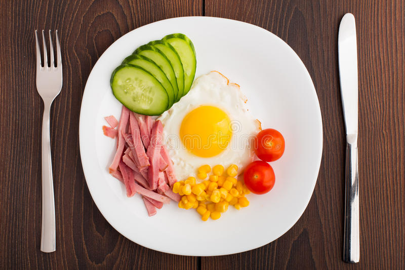 Download Fried Egg With Vegetables And Ham Stock Image - Image: 32418185