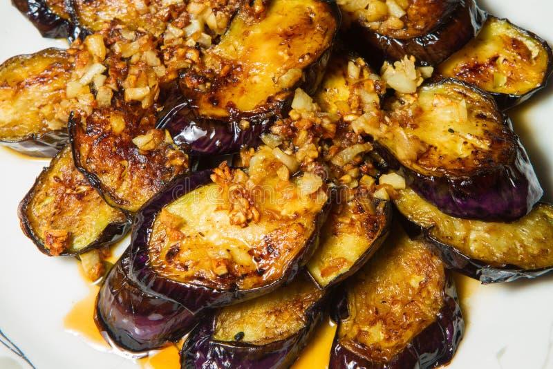 Fried Eggplant com alho foto de stock royalty free