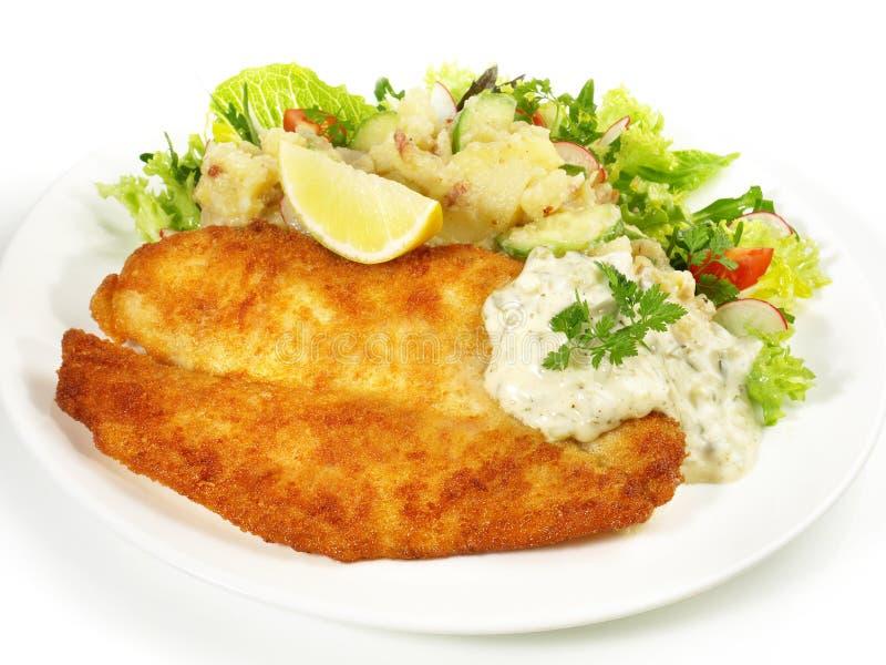 Fried Fish met Aardappelsalade stock foto's