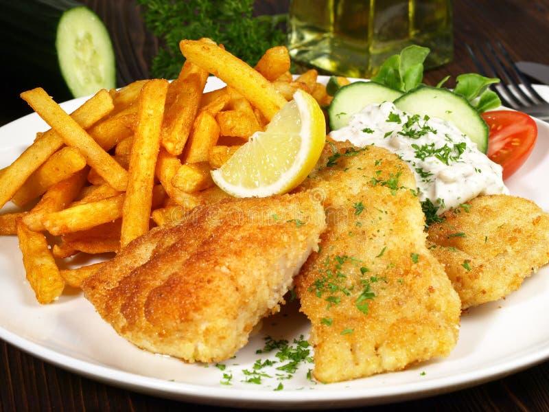 Fried Fish met frieten stock afbeeldingen