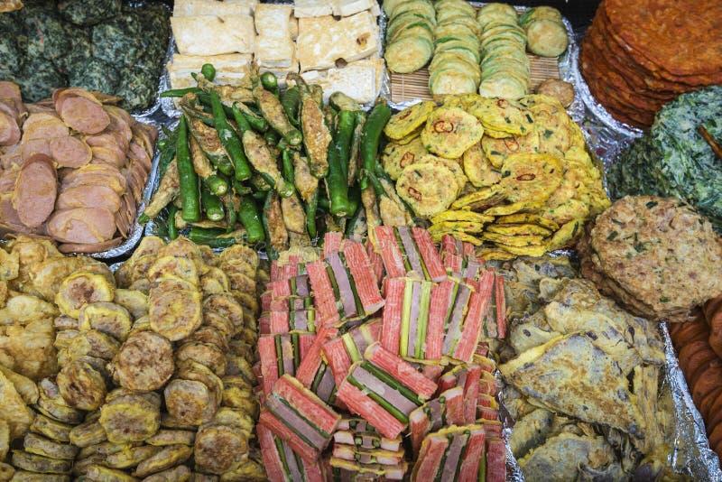 Fried Foods in Seoul-Markt lizenzfreie stockbilder