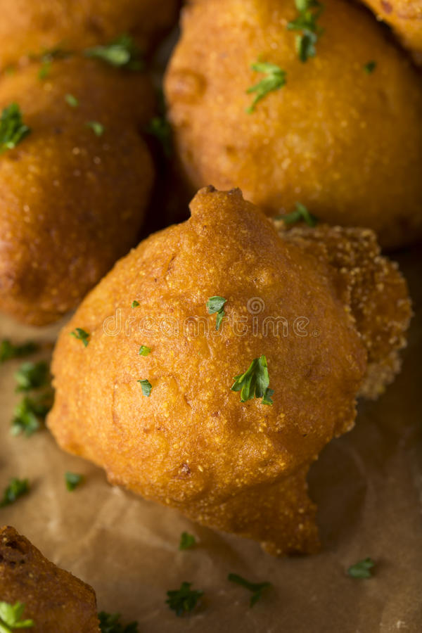 Fried Hush Puppies profondo casalingo fotografie stock