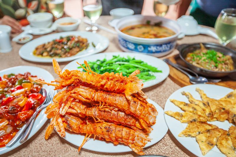 Fried Mantis-garnalen en andere zeevruchten Khmer stijl royalty-vrije stock foto's