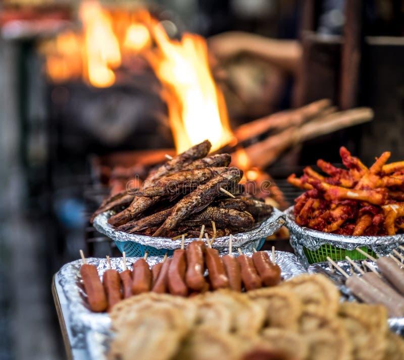 Fried Nepalese-Straßenlebensmittel auf Markt lizenzfreie stockfotografie