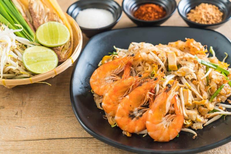 """Fried Noodles \ """"cuscinetto tailandesi tailandese \"""" con i gamberetti immagini stock"""