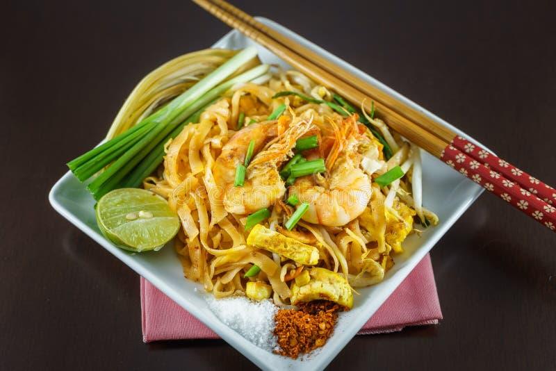 Fried Noodles-het koken met verse garnalen royalty-vrije stock foto's